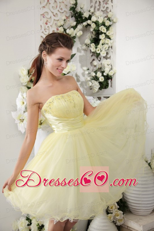 Light Yellow A-line / Princess Strapless Mini-length Organza Beading Prom / Cocktail Dress